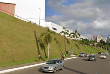 Motorista perde controle da direção e carro invade passeio de shopping | Reprodução | Google Street View