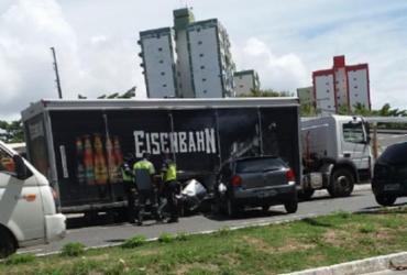 Acidente entre caminhão e carro de passeio deixa trânsito lento no Imbuí | Cidadão Repórter | Via Whatsapp