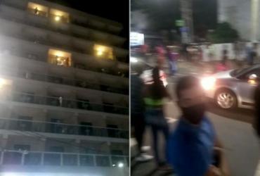 Pessoa misteriosa joga dinheiro de hotel e causa aglomeração na Barra; veja vídeo | Divulgação
