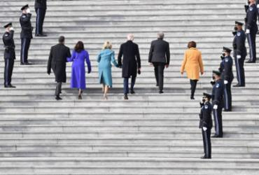 Biden assina decretos que põem EUA de volta no Acordo de Paris e na OMS | AFP
