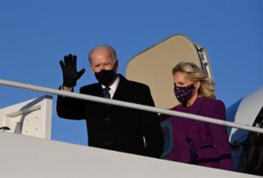 Em primeiro dia, Biden assina 17 decretos para reverter políticas de Trump | Jim Watson | AFP