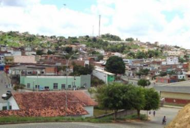 Casal é encontrado morto com marcas de tiros em imóvel no sul da Bahia