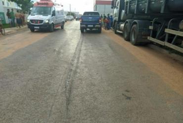 Criança é internada em estado grave após ser atropelada por caminhonete em LEM