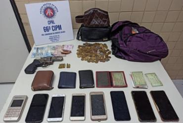 Dupla é presa com sete celulares roubados em Feira de Santana