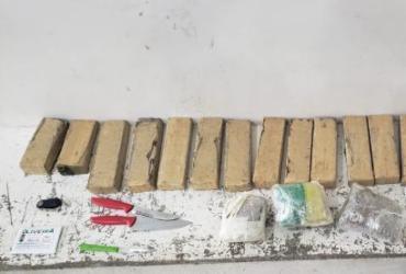 Dois homens são presos com 19 tabletes de maconha em ações distintas da PM
