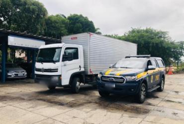Caminhão roubado em São Gonçalo é recuperado em Eunápolis; motorista é detido