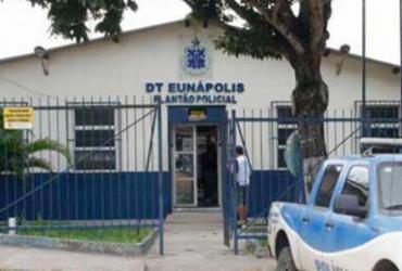 Treinador de futebol foragido há quase dois anos por estupro se entrega à polícia