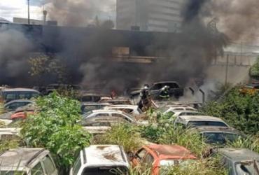 Incêndio atinge mais de 20 carros em Secretaria de Transporte de Feira