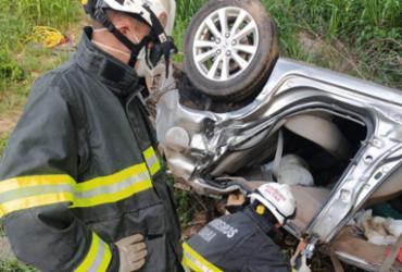 Corpos são resgatados após carro cair em ribanceira na BR-135