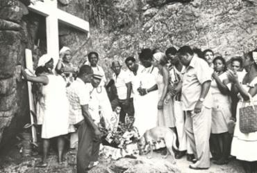 Gruta no bairro de Ondina reúne registros da Casa de Omolu e Obaluaê | Cedoc A TARDE | 30.1.1978