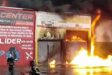 Incêndio atinge oficina em Luis Eduardo Magalhães; raio pode ter sido a causa   Reprodução   Fernando Correia
