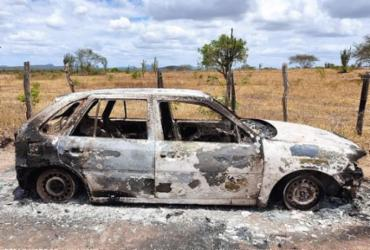 Corpos carbonizados são encontrados dentro de carro incendiado em Ipirá