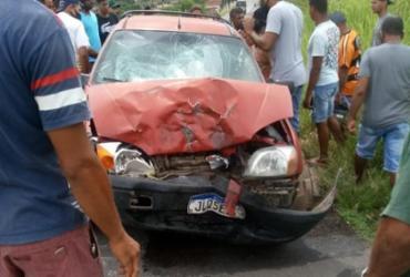 Acidente envolvendo carro e moto deixa homem gravemente ferido na BR-330