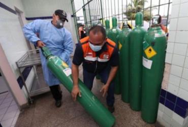 Após críticas, Camex volta a zerar imposto de respiradores e tanques de oxigênio |