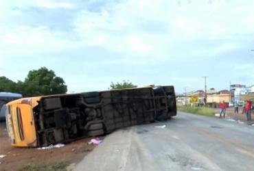 Quatro morrem e mais de 20 ficam feridos em tombamento de ônibus de turismo em Barreiras | Reprodução | TV Bahia