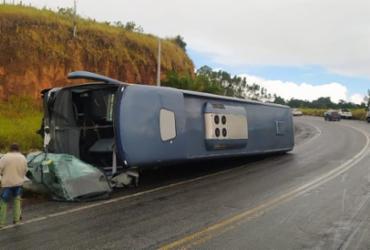 Um pessoa morre em acidente entre ônibus e carro na BR-101