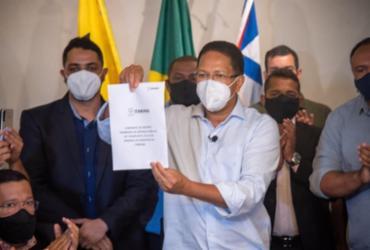 Após 10 meses sem ônibus, prefeito de Itabuna assina contrato com empresa de transporte público