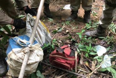 Porções de drogas e granada são encontradas enterradas em Simões Filho