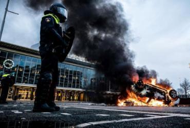 Trinta pessoas são presas em ato contra toque de recolher na Holanda | Rob Engelaar | AFP