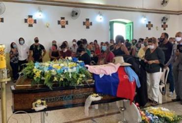 Corpo de vereador assassinado em Candeias é enterrado