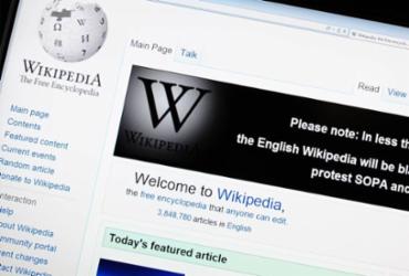 Maior enciclopédia digital do mundo, Wikipedia completa 20 anos | Arquivo | AFP
