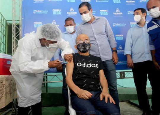 Primeiros vacinados em Salvador não relatam efeitos colaterais | Olga Leiria | Ag. A TARDE