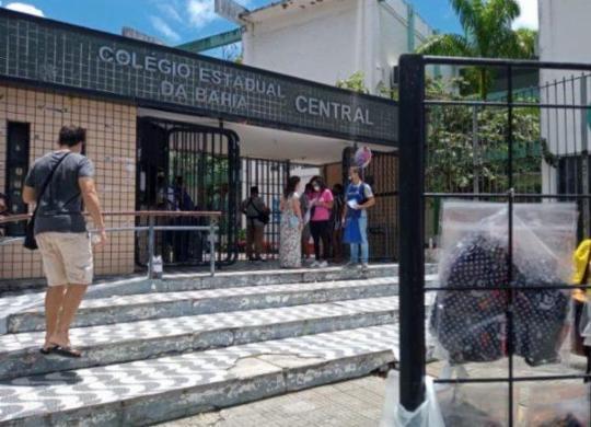 Em Salvador, portões nos locais de provas do Enem abrem 15 minutos mais cedo | Rafael Martins | Ag. A TARDE