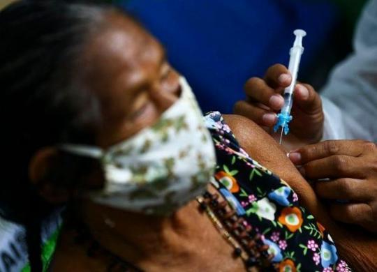 Justiça determina que quem furou fila da vacinação no Amazonas não terá direito à 2ª dose | Marcelo Camargo | Agência Brasil