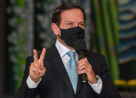 Doria rebate Bolsonaro e diz que governo federal não negociou insumos da Coronavac | Nelson Almeida | AFP