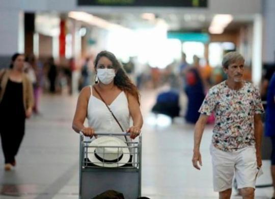 Brasil proíbe entrada de viajantes vindos da África do Sul para conter variante do coronavírus | Felipe Iruatã | Ag. A TARDE