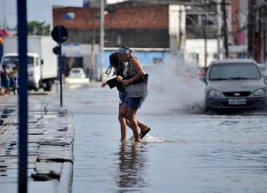 Chuva provoca alagamentos em Salvador e Federação registra maior acumulado | Felipe Iruatã | Ag. A TARDE