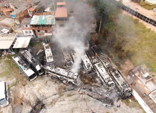 Incêndio atinge garagem de empresa de ônibus interestaduais | Ascom | CBM-BA
