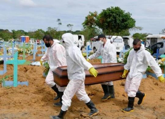 Brasil tem 2º dia com mais mortes por Covid-19, segundo Ministério da Saúde | AFP
