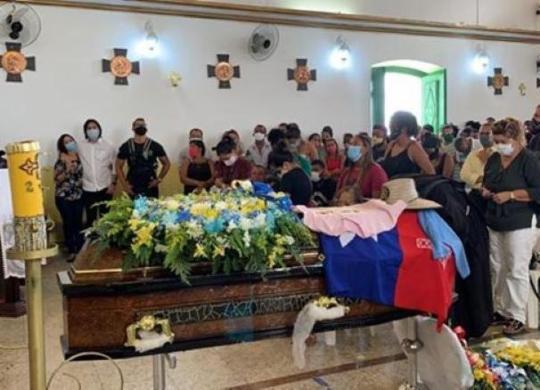 Sob forte comoção, corpo de vereador assassinado em Candeias é enterrado | Reprodução