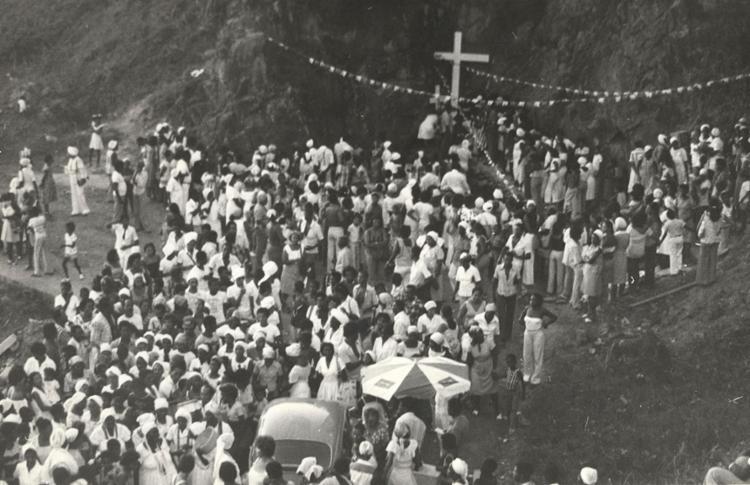 A gruta atraiu diversos devotos durante festejos da Festa de São Lázaro