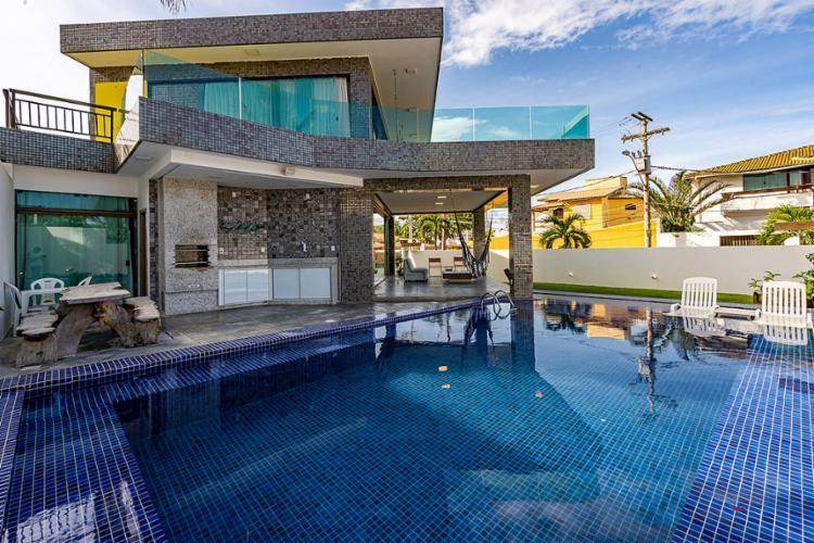 Casa com cinco quartos e piscina em Lauro de Freitas à espera de um comprador   Foto: Hansen Imóveis   Divulgação