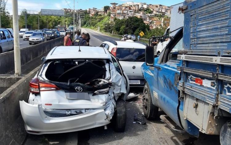 Sete carros e caminhão se envolveram em acidente | Foto: Reprodução | Redes Sociais - Foto: Reprodução | Redes Sociais