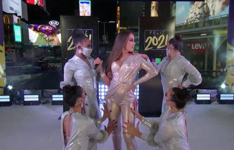 Apresentação durou cerca de 10 minutos e ocorreu depois da meia-noite | Foto: Reprodução | Univision - Foto: Reprodução | Univision
