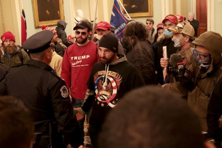apoiadores do presidente Donald Trump invadiram o Capitólio em protesto contra sua derrota - Foto: WIN MCNAMEE | AFP