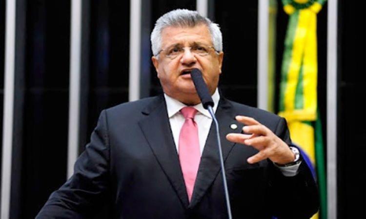 Parlamentar acredita que a medida vai prejudicar a economia do país, principalmente de Camaçari, onde a multinacional tem uma montadora I Foto: Reprodução - Foto: Reprodução
