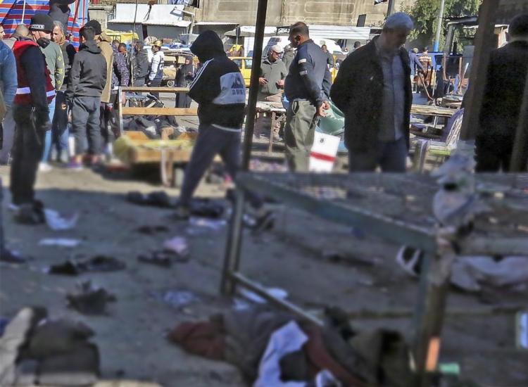 Dois homens acionaram cintos explosivos no meio de vendedores e compradores | Foto: Sabah Arar | AFP - Foto: Sabah Arar | AFP
