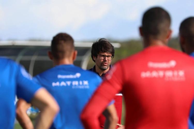 Presidente do Bahia se reuniu com jogadores antes de treino | Foto: Felipe Oliveira | E.C.Bahia - Foto: Felipe Oliveira | E.C.Bahia