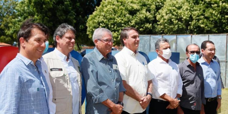 Na Bahia, Bolsonaro promete impedir que estrangeiros comprem terra no país