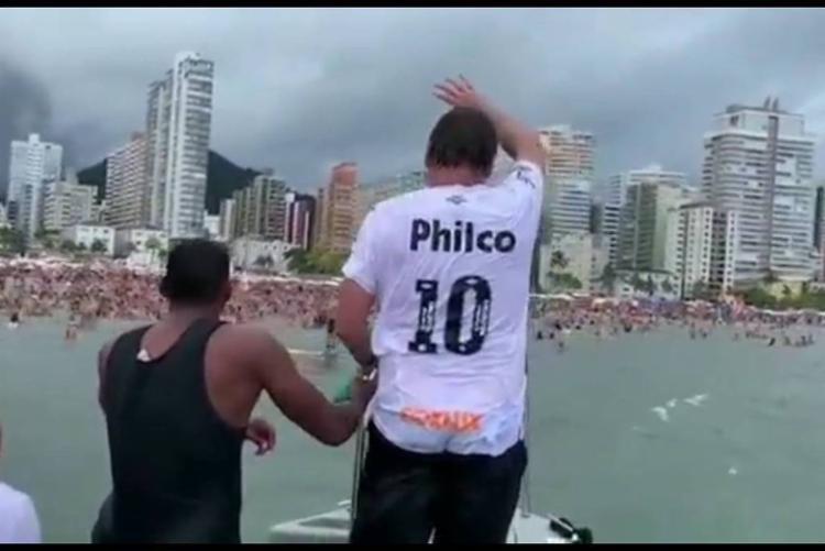 Bolsonaro gerou aglomeração em Praia Grande, no litoral paulista - Foto: Divulgação