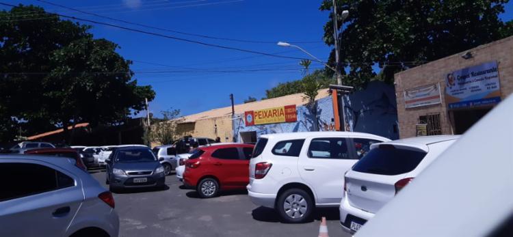 Motoristas param dos dois lados da via em Buraquinho