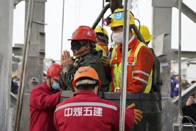 A operação mobilizou mais de 500 agentes de grupos de resgate do país | Foto: AFP - Foto: AFP