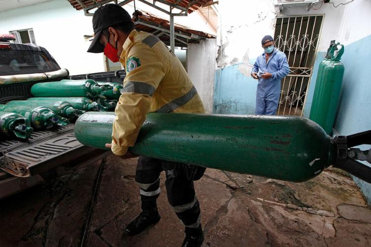 Os equipamentos vão atender pacientes internados em hospitais públicos de Manaus e cidades amazonenses   Foto: Marcio James   AFP - Foto: Marcio James   AFP