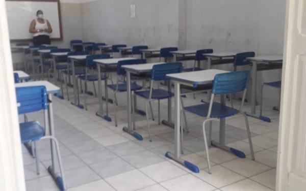 Disposição de cadeiras não respeitou distanciamento social e protocolos divulgados pelo Inep
