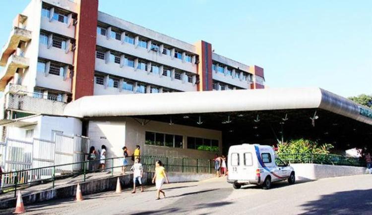 As vítimas foram encaminhadas ao Hospital Geral do Estados (HGE) | Foto: Jóa Souza | Ag. A TARDE - Foto: Jóa Souza | Ag. A TARDE