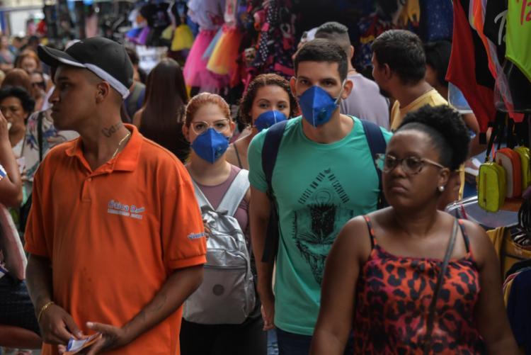 Além disso, 62% dos brasileiros que receberam o benefício disseram não conseguiram guardar dinheiro para o fim do auxílio I Foto: AFP - Foto: AFP